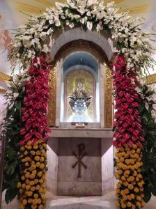 Arranging flowers for Senyor Sto. Niño (2021 update)